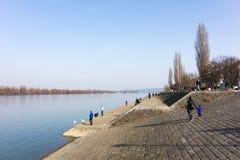 26 februari 2017 - Belgrado, Servië - de Zuidenbank van rivier Donau in het Dorcol-district van Belgrado Royalty-vrije Stock Foto's