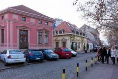 26 februari 2017 - Belgrado, Servië - Straat in de historische Zemun-buurt van Belgrado in de schemer Royalty-vrije Stock Fotografie