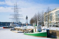 Februari-dag op de stadsdijk Turku, Finland Stock Foto