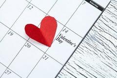 14 februari, de dag van Valentine, hart van rood document Stock Foto's