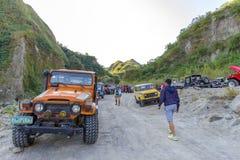 Februari 18, 2018 fyrhjulsdriftbilar som i början parkeras av den Pinatubo vandringen, Capas Arkivbilder