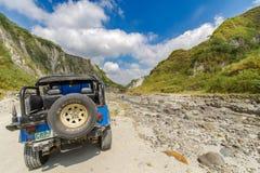 Februari 18, 2018 fyrhjulsdriftbilar som i början parkeras av den Pinatubo vandringen, Capas Royaltyfria Bilder