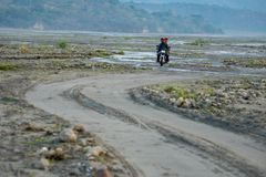 18,2018 februari Inheemse motorfietsrit in Pinatubo, Capas Royalty-vrije Stock Afbeelding