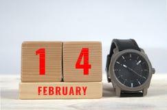 14 februari, kalender på träkvarter Royaltyfria Bilder