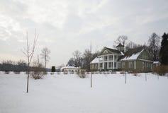 Februari morgon på huset av Hannibal Petrovskoye Pushkin berg Royaltyfria Bilder