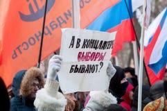 25 FEBRUARI 2018, MOSKVA, RYSSLAND Protestaffischen med ord arkivbild
