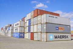 FEBRUARI, PORTO- 05 APRIL, 2013: Containerdozen, het schip van de Ladingsvracht Stock Foto's