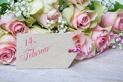 Februari 14, rosa rosor för dag för valentin` s Arkivbild