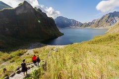 Februari 18, 2018 turister till Mt Pinatubo krater sjö, Capas Royaltyfri Fotografi