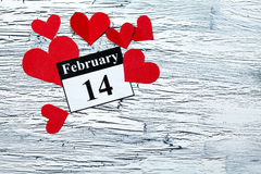 14 februari Valentijnskaartendag - hart van rood document Stock Foto's