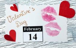 14 februari Valentijnskaartendag - hart van rood document Stock Afbeeldingen