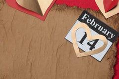 Februari 14, valentin dag, hjärta från rött papper Arkivbilder