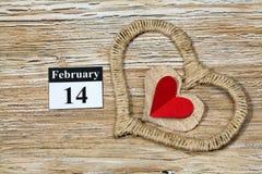 Februari 14 valentindag - hjärta från rött papper Royaltyfria Foton