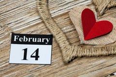 Februari 14 valentindag - hjärta från rött papper Royaltyfri Bild