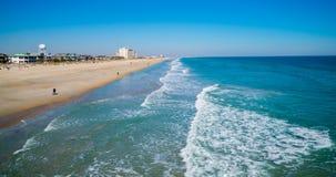 Februari 26, 2014-Wrightsville strand, USA. Sikt av stranden och bränning Royaltyfria Bilder