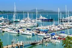 February-2014 - yachttillflyktsort Marina Phuket royaltyfri fotografi