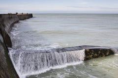 FECAMP, FRANCES - 8 AVRIL 2015 : Ville et bateaux dans le port chez Fecamp Image libre de droits