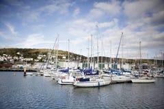 FECAMP, FRANCES - 8 AVRIL 2015 : Ville et bateaux dans le port chez Fecamp Photos stock