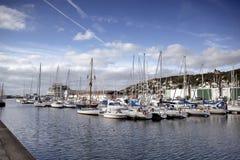 FECAMP, FRANCES - 8 AVRIL 2015 : Ville et bateaux dans le port chez Fecamp Photo libre de droits
