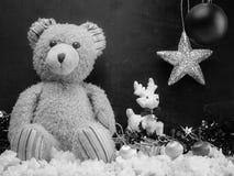 Fecha del Año Nuevo, oso de peluche como regalo Fotos de archivo