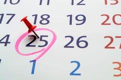 Fecha del calendario con el círculo rojo imágenes de archivo libres de regalías