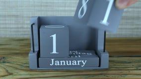fecha 11 en el calendario de madera del cubo por los meses de enero almacen de metraje de vídeo