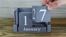 fecha 17 en el calendario de madera del cubo por los meses de enero metrajes