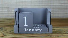 fecha 16 en el calendario de madera del cubo por los meses de enero almacen de metraje de vídeo