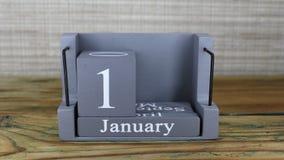 fecha 18 en el calendario de madera del cubo por los meses de enero metrajes