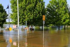 Fechado do parque devido à inundação foto de stock