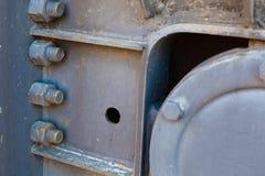 Fechado nuts do metal oxidado grande do ferro com parafusos da oxidação e da corrosão imagem de stock