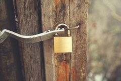Fechadura da porta de madeira imagem de stock