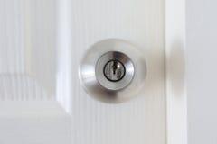 Fechadura da porta do botão fechado fotografia de stock
