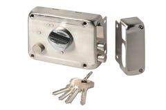 Fechadura da porta inoxidável com chaves isolada fotografia de stock