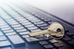 Fechamento chave no teclado do PC Oncept do ¡ de Ð da segurança informática e proteção de dados pessoais no Internet Imagens de Stock Royalty Free