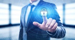 Fechamento da segurança do Cyber no conceito da privacidade da tecnologia do negócio da proteção de dados da tela de Digitas Fotografia de Stock