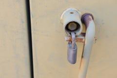 Fechamento de almofada em condições para fora usadas da porta Imagens de Stock
