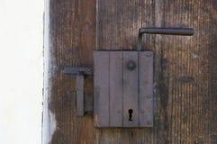 Fechamento de porta de madeira velho Imagens de Stock Royalty Free