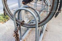 Fechamento do estacionamento da bicicleta Imagens de Stock
