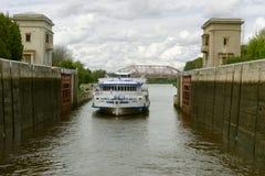 Fechamento do rio Imagens de Stock