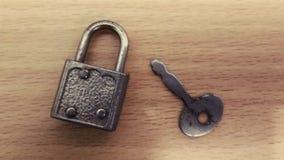 Fechamento e chave fotografia de stock