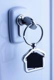 Fechamento e chave com figura da casa do metal Fotografia de Stock