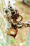 Fechamento e corrente oxidados Imagem de Stock