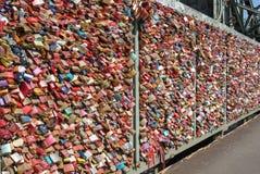 Fechamento Gallary do amor, água de Colônia, Alemanha Imagens de Stock