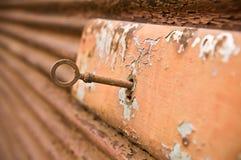 Fechamento oxidado com chaves Imagem de Stock