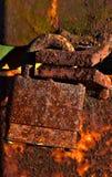 Fechamento oxidado em um cargo oxidado do metal imagem de stock
