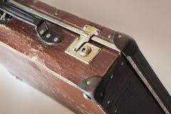 Fechamento velho da mala de viagem Imagens de Stock Royalty Free