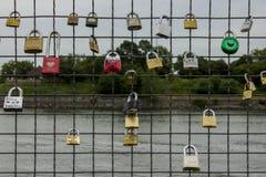 Fechamentos do amor em Montreal fotografia de stock royalty free