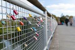 Fechamentos do amor na ponte Fotografia de Stock