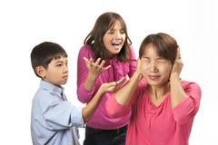 Fechando para fora crianças do naggin Imagens de Stock